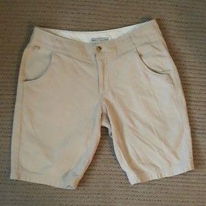 Columbia PFG beige shorts